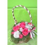 Košik s růže a bonbóny, sytě růžové